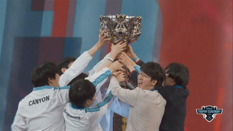 中國3連霸夢碎!韓國DWG稱霸《英雄聯盟》世界冠軍