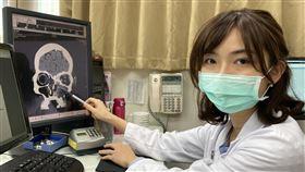 中年婦單側鼻塞、流鼻血,就醫赫見6公分惡性「黑色素瘤」(南投醫院提供)