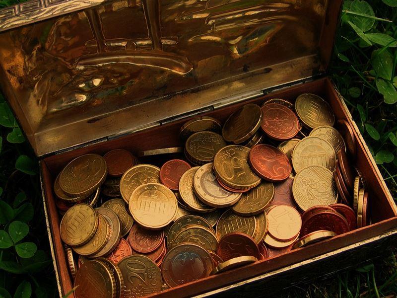 夫妻搬家暗櫃發現「64枚舊硬幣」!一查市值驚呆:快還人