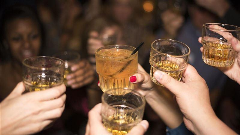 酒沒了還想喝!9人狂乾「69%消毒液」 下場超驚悚