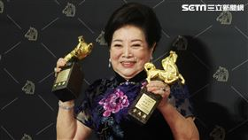 第57屆金馬獎陳淑芳奪最佳女主角、女配角獎雙料大獎。(記者邱榮吉、楊澍攝影)