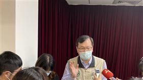 對於武肺疫苗透過COVAX能買到多少劑量,指揮中心莊人祥今表示,約可買到台灣2300萬人口數的至少1成。若以武肺疫苗1次接種2劑計算,我國約至少可買到460劑。(圖/記者簡浩正攝影)