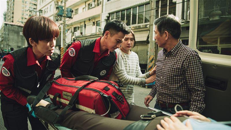 路邊幫傷者CPR 甜美女星變消防員