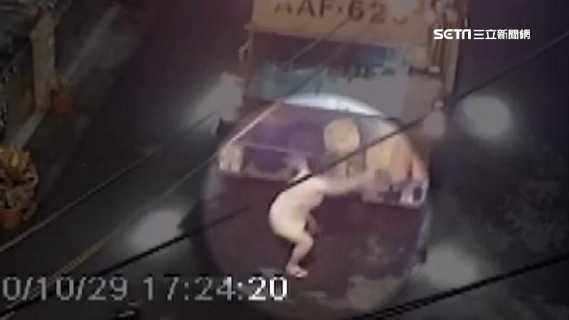 垃圾車突倒退 婦人挨撞腰椎骨折