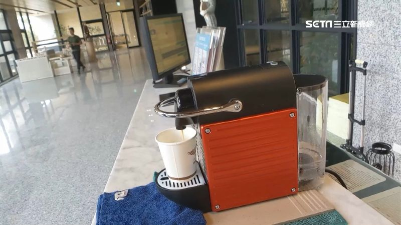 差很大?建案廣告咖啡廳變膠囊機撐場