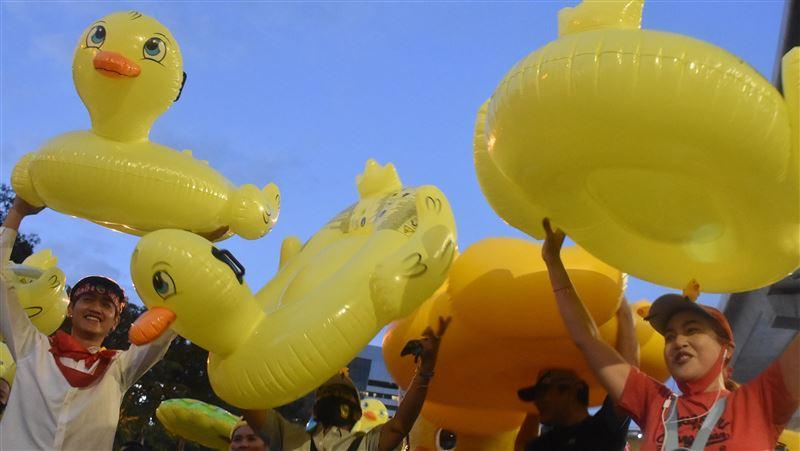 泰國反政府示威人士聚集曼谷!強烈反對政變:一定會站出來