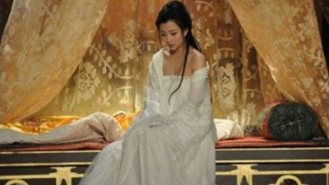 皇帝青春期來怎辦?啟蒙老師是「女官」她教啪啪成妃子