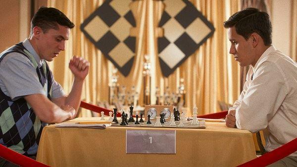 高校版《后翼棄兵》入坑西洋棋