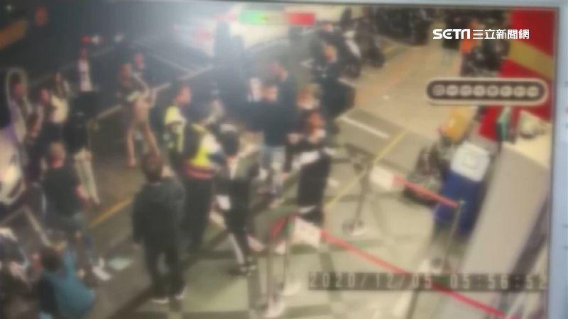 女友們醉後打架 雙方撂人店外助陣