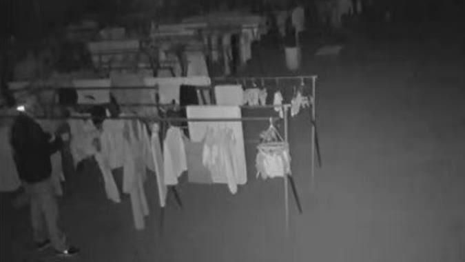 50歲阿伯半夜偷洋裝燒掉 女兒回來告訴我她會冷