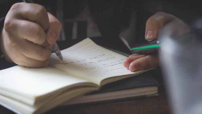 兒寫數學作業!見題目神回「8字」秒惹毛他 網驚:沒說錯