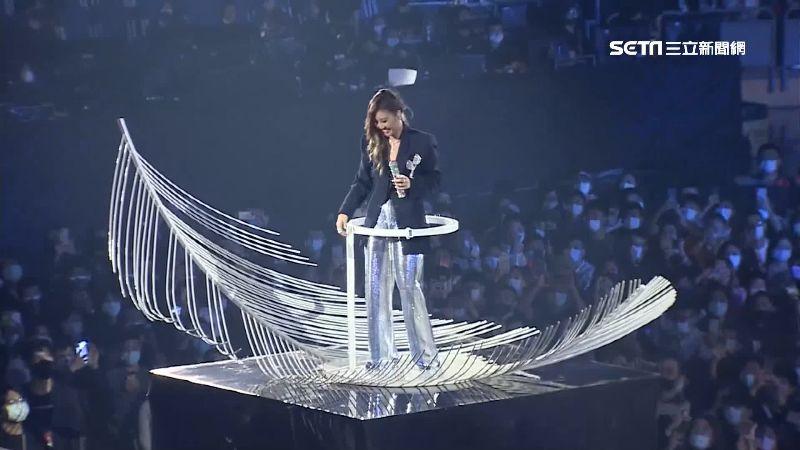 A-Lin站天使舞台 大唱招牌情歌