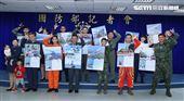 國防部發布國軍110年各軍種代表形象月曆。(記者邱榮吉/攝影)