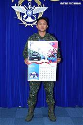 陸軍第8軍團機步333旅聯兵2營戰車連鍾祥逸中士(1月份形象月曆代表)。(記者邱榮吉/攝影)