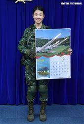 陸軍6軍團21砲指部火箭營火箭1連林予涵中尉(3月份形象月曆代表)。(記者邱榮吉/攝影)