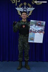 陸軍關指部聯兵2營聯兵2連張立杭士官長(9月份形象月曆代表) )。(記者邱榮吉/攝影)