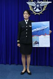 海軍永定軍艦陳思廷上尉(11月份形象月曆代表) )。(記者邱榮吉/攝影)