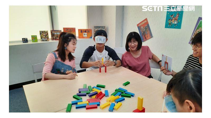 「遊」夠厲害!得勝者教育協會 用桌遊開啟青少年的心窗!