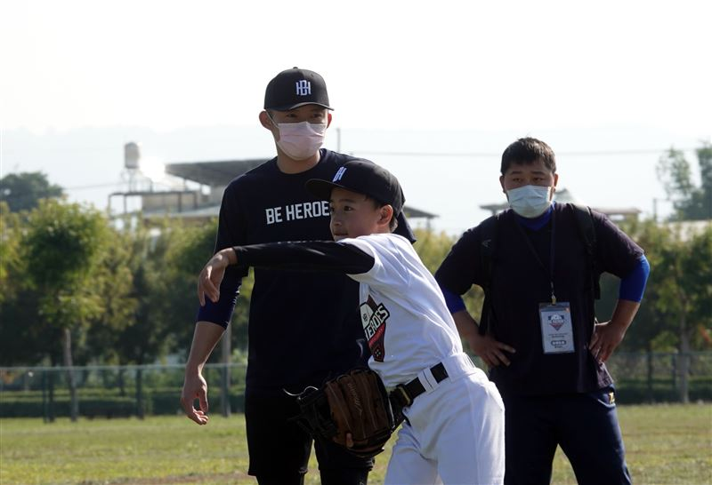 [新聞] 彰化囝仔江國豪兒時無球場 穿運動褲在PU