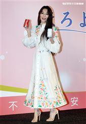 田馥甄出席飲料代言活動和前東家華研因版權鬧出糾紛,20週年SHE改名合體要粉絲來許願。(記者邱榮吉/攝影)