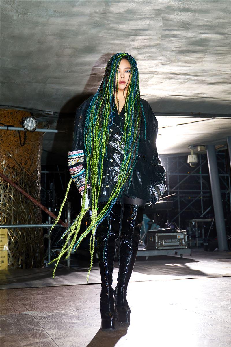 太惊人!张惠妹受邀为女性发声 霸气登「时代广场巨幕」