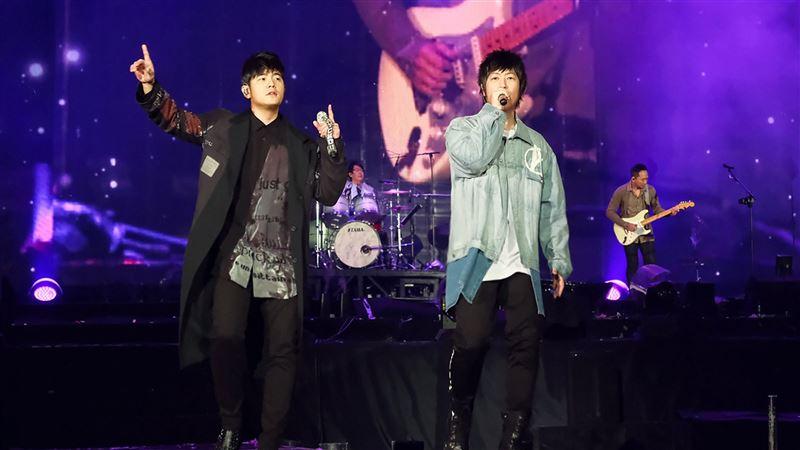 五月天新年合體周杰倫 台灣首唱這首