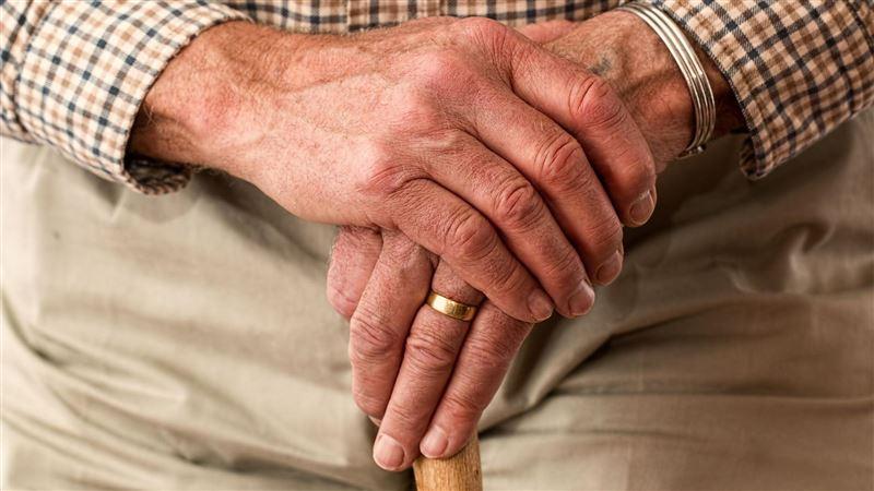 70歲阿伯強!每早6點開始「啪啪」響 鄰居崩潰報警