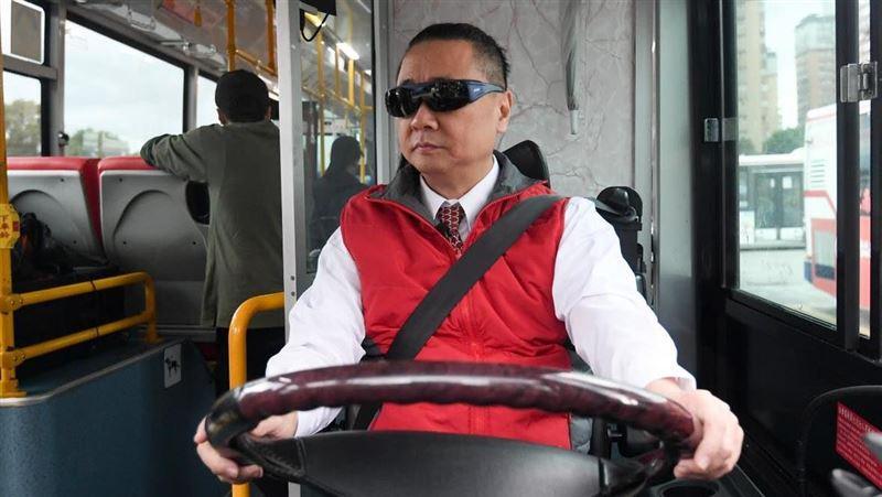 55歲邰智源拚了!真的考取公車駕照