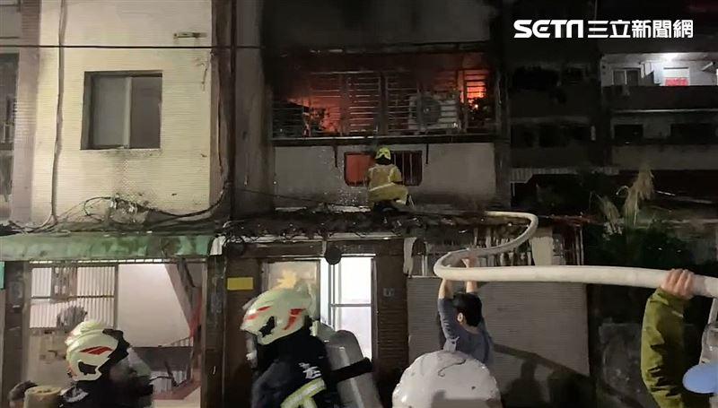 電視爆炸民宅惡火 基隆男受困2樓 他被救出宣告不治