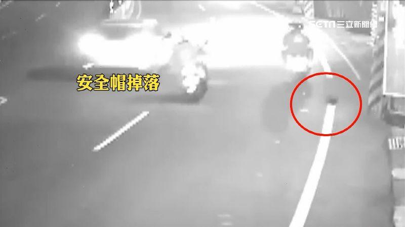 騎士回頭看安全帽 直撞電桿乘客喪命