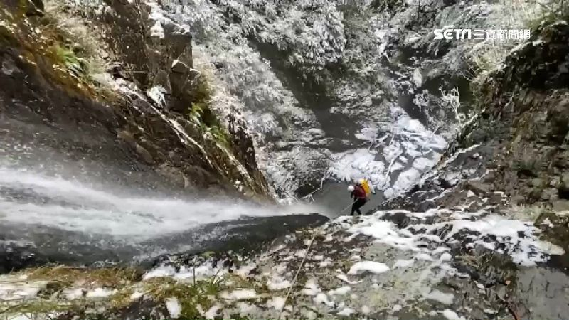 登白姑大山失聯22天 民間搜救隊雪中垂降尋人
