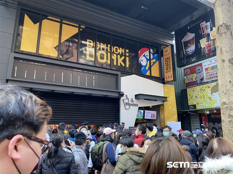 Re: [新聞] 新/唐吉訶德開幕首日逾5百人搶排隊 入