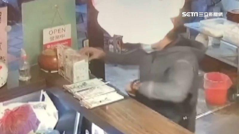三蘆店家注意 賊3天偷4愛心零錢箱