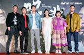 王自強、藍葦華、朱軒洋、雷嘉納、陳映如、邱彥翔出席電影《哭悲》首映會。(圖/記者楊澍攝影)