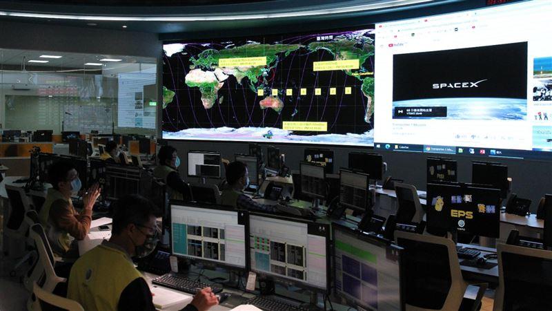 快訊/台製玉山、飛鼠衛星上太空 發射倒數4分再喊延期