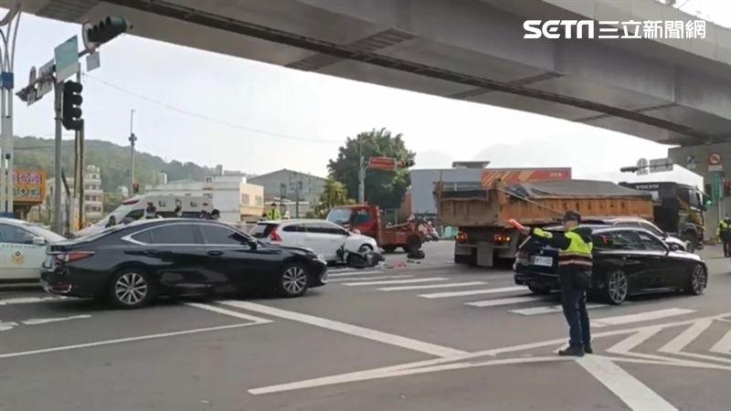 21歲女上班撞靜止車 遭大車輾斃