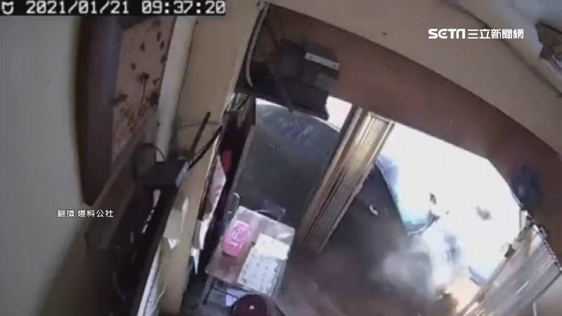 警匪追逐!攤位遭撞爛 業者怨找誰賠