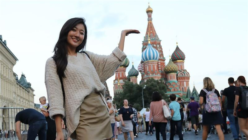 美女現身俄羅斯 挑戰超尷尬街頭實測