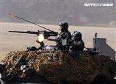 陸軍春節加強戰備,裝甲584旅戰砲排以CM22 120公厘迫擊砲車,實施攻擊前準備射擊,掩護主力CM11戰車、CM32、CM33及CM34裝步戰鬥車發起攻擊。(記者邱榮吉/攝影)