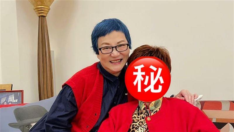 張小燕合體95歲媽 網驚:根本姐妹
