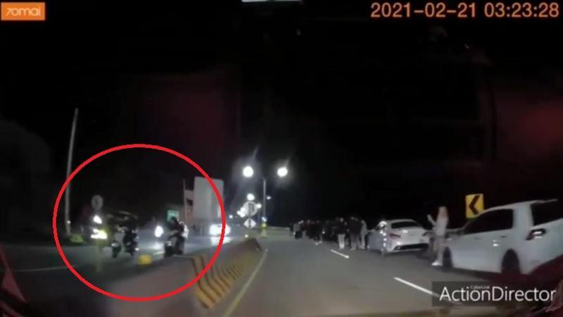 北海岸遇「封路飆車」!送貨員抖:不敢按喇趴 警方回應了