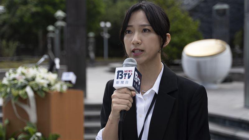 訪228受難者家屬 女星當記者爆哭