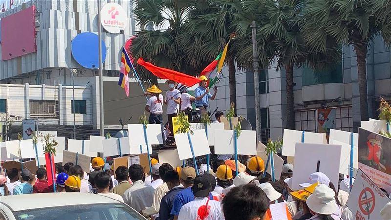 緬甸軍事政變!公務員大規模罷工 迫使軍方「交出權力」
