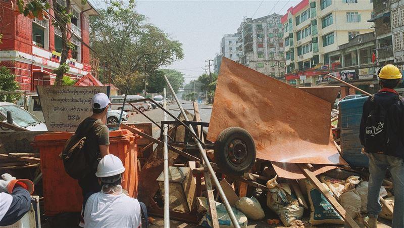 抗議軍事政變!緬甸各地再爆遊行 前執政黨幹部遭警拘留亡