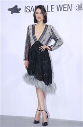 微風微女神佟凱玲出席ISABELLE Wen溫慶珠時裝秀。(記者邱榮吉/攝影)