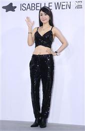 海倫清桃出席ISABELLE Wen溫慶珠時裝秀。(記者邱榮吉/攝影)