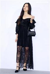 范怡文女兒張惟妮出席ISABELLE Wen溫慶珠時裝秀。(記者邱榮吉/攝影)