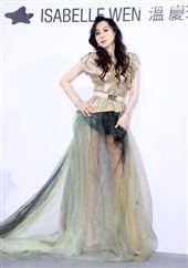 台灣第一美女蕭薔出席ISABELLE Wen溫慶珠時裝秀。(記者邱榮吉/攝影)