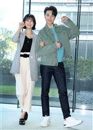 「三隻小豬的逆襲」賴雅妍、謝家見。(記者邱榮吉/攝影)