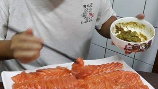 怕兒「改名鮭魚」爸媽晚餐端百片生魚片 他吃到怕 | 生活 | 三立新聞網